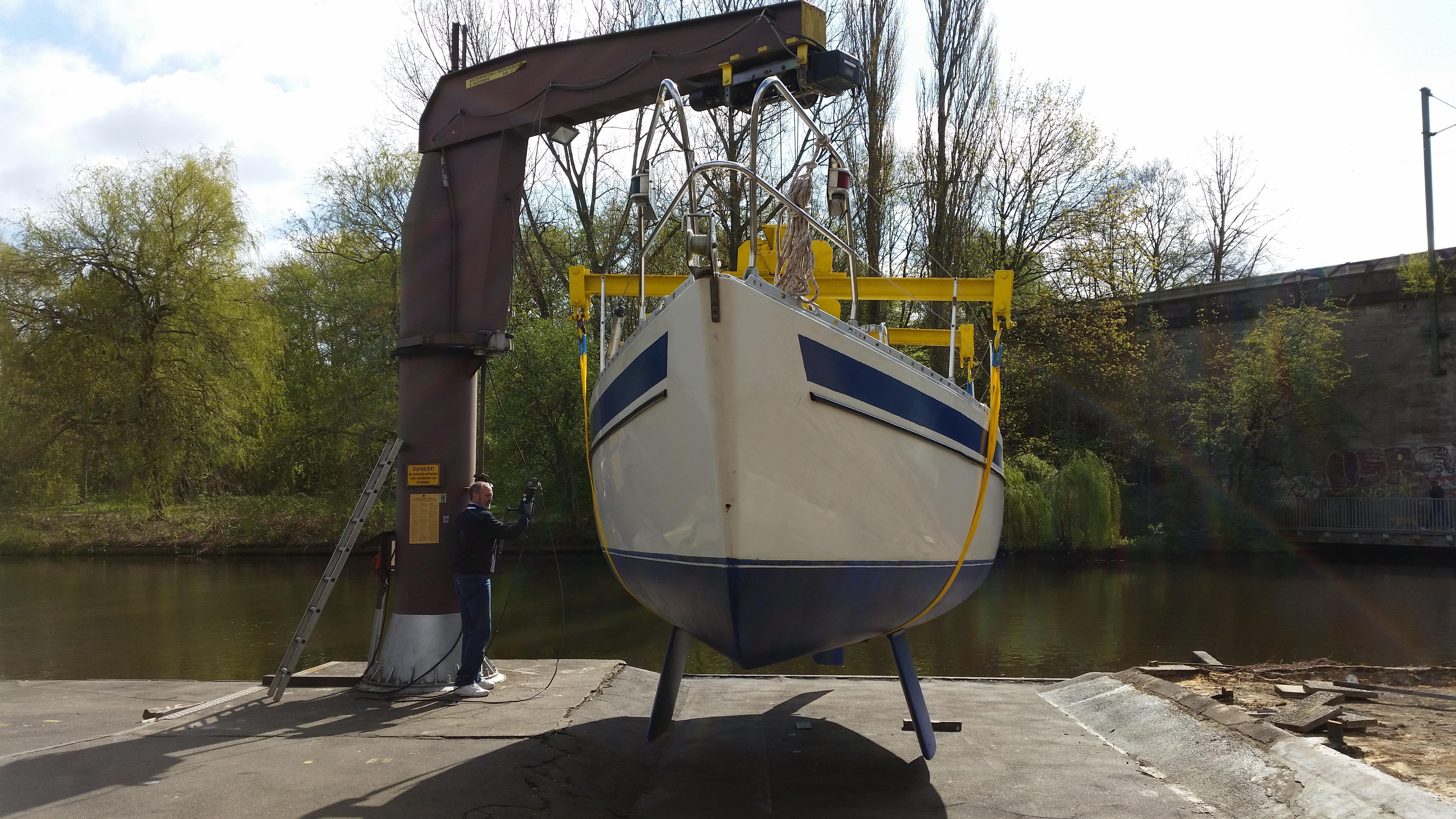Werftkran am Alsterlauf beim Anleger Hamburg